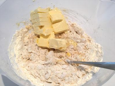 Butterwürfel schnell unterkneten