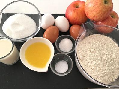 Zutaten für den Kuchen: Äpfel, Mehl, Milch, Eier, Zucker, Vanillezucker, Butter, Salz, gehobelte Mandeln