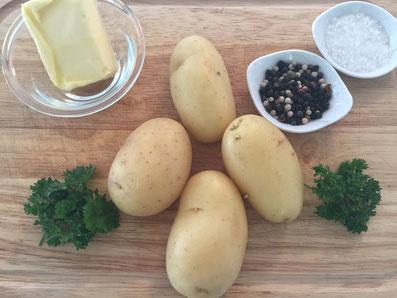 Zutaten für die Kartoffeln: Kartoffeln, Butter, Petersilie, Salz, Pfeffer