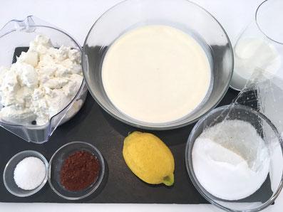 Zutaten: Rahm, Milch, Ricotta, Vanillezucker, Zucker, Gelatineblätter, Zitrone