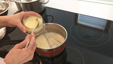 Gut verrühren und noch die Kondensmilch beifügen
