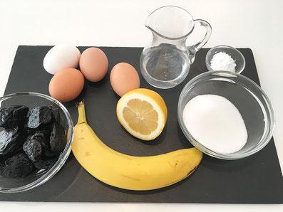 Zutaten: Eier, Zucker, Zitrone, Früchte, Puderzucker