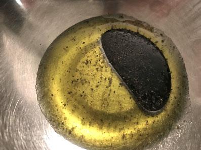 Olivenöl mit dem Aceto vermischen und abschmecken