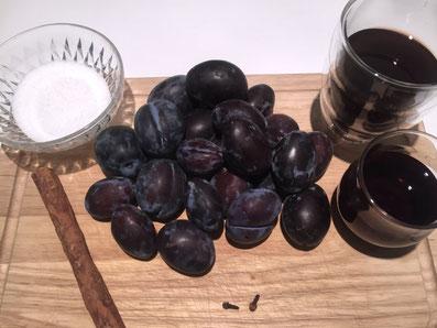 Zutaten: Zwetschgen, Portwein, Rotwein, Zucker, Zimtstange, Nelken