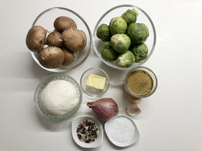 Zutaten: Rosenkohl, braune Champignons, Mozzarella, Butter, Gemüsebouillon, Schalotte, Knoblauchzehe, Salz, Pfeffer