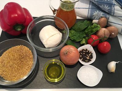 Zutaten: Peperoni, Couscous, Mozzarella, Spinat, Tomaten, Champignons, Zwiebel, Knoblauch, Olivenöl, Bouillon