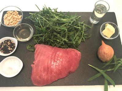 Zutaten: Thunfisch, Rucola, Pinienkerne, Estragon, Zwiebel, Sonnenblumenöl, Balsamico, Butter, Salz und Pfeffer