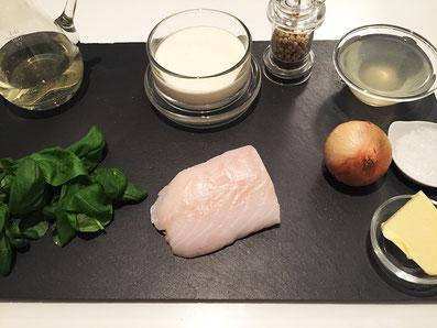 Zutaten: Dorade, Weisswein, Fischfond, Rahm, Basilikum, Zwiebel, Butter, Salz und weissen Pfeffer