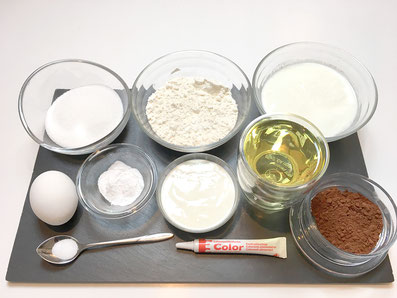 Zutaten: Zucker, Mehl, Kevir, Eier, Rahm, Sonnenblumenöl, Kakaopulver, Salz, Lebensmittelfarbe