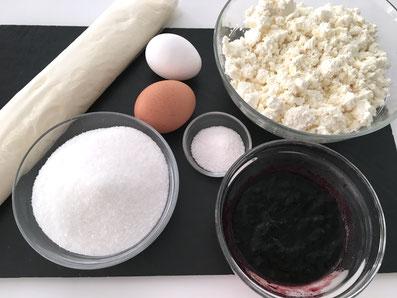 Zutaten: Blätterteig, Rahmquark, Eier, Zucker, Vanillezucker, Konfitüre