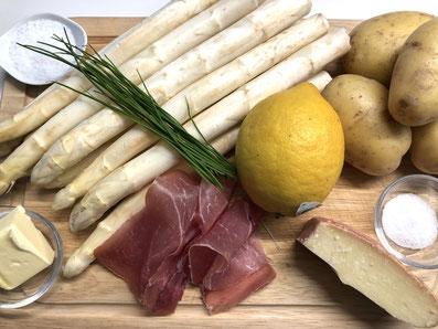 Zutaten: Spargel, Kartoffeln, Rohschinken, Zucker, Zitrone, Käse, Butter, Salz, Schnittlauch