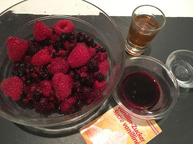 Zutaten: Beeren, Beerensaft, Rum, Wasser, Vanillezucker