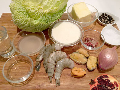 Zutaten: Wirsing, Crevetten, Muscheln, Schalotten,Weisswein, Wermut, Fischfond, Rahm, Granatapfel, Rosa-Pfeffer