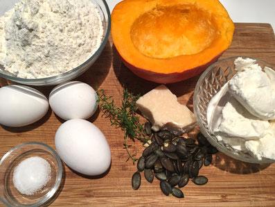 Zutaten: Kürbis, Kürbiskerne, Ricotta, Thymian, Parmesan, Mehl, Eier, Wasser, Salz, Pfeffer