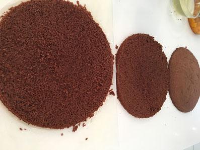 Schneide den Kuchen quer in drei Scheiben