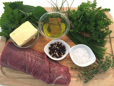 Zutaten: Rindsfilet, Olivenöl, Butter, Salz, Pfeffer, Petersilie, Schnittlauch, Zitronenmelisse, Zitronenzesten