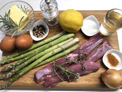 Lammfilet, Spargel, Butter, Weißwein, Zwiebel, Eigelb, Zitronensaft, Rosmarin, Thymian, Salz, Pfeffer, Paprikapulver