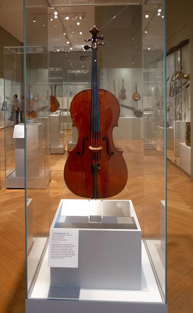 Ein Cello, gebaut von Geigenbauer Antonio Stradivari (1644-1737) aus Cremona. Es ist benannt nach zwei berühmten Cellisten, die im Besitz dieses Cellos waren: Alexandre Batta (1816-1902) und Gregor Piatigorsky (1903-1976).