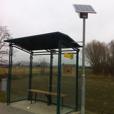 GAIA 80 Bus mit externen LED Strahler im Buswartehaus  Standort Ebreichsdorf NÖ