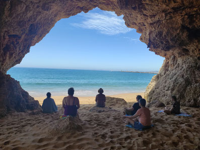 Höhlenmeditation, Entschleunigung mit Meditation