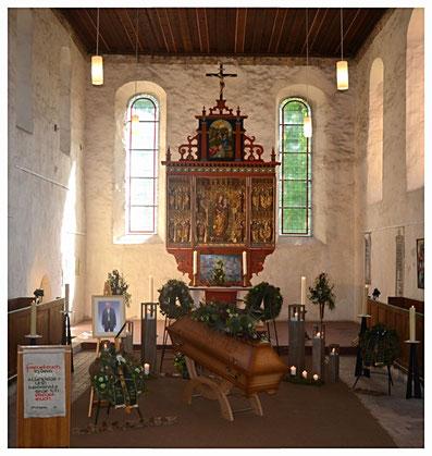 Trauerfeier mit Beerdigung in der Kirche Heckelberg durch Bestattungshaus Deufrains