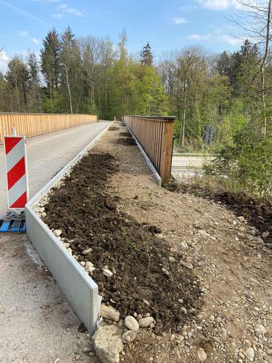 Rosshimmelbrücke von Süden mit dem Bodensubstrat auf der Ostseite.      Foto: Forstdienst Rheinfelden