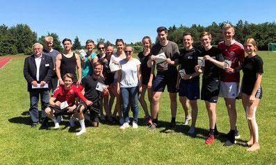 Oberstufenschüler des Sportprofils des Marion-Dönhoff-Gymnasium Mölln stolz auf ihre DOSB-Lizenzen