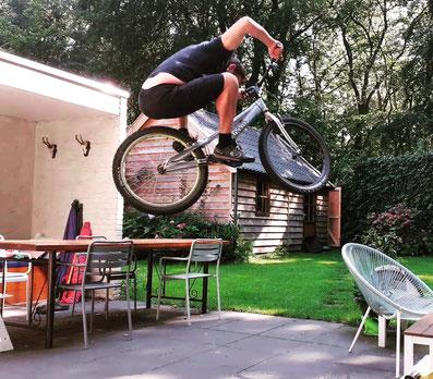 Stunten op een fiets is ook één van mijn passies:)