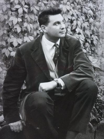 Jean Forton dans son jardin. Cliquez sur l'image pour l'agrandir.