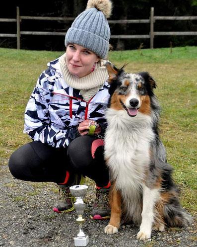 canicross, sport, chien, berger australien, course à pied, running, dog, australian shepeard, coupe, médaille, compétition