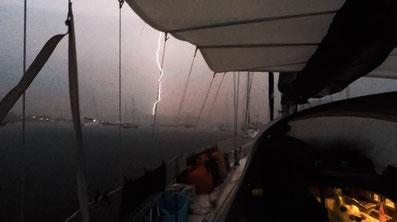 Blitzeinschlag Segelboot