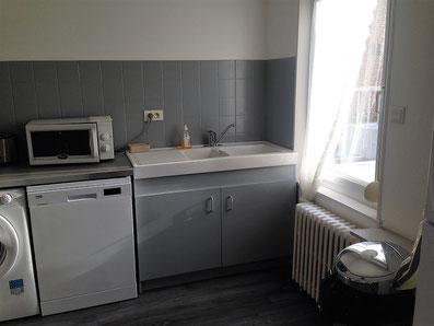 cuisine avec machine à laver séchante, lave-vaisselle