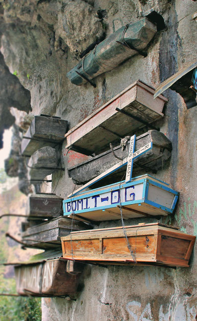 The Hanging Coffins in Sagada | 20 Photos of the Philippines that will make you want to pack your bags and travel © Sabrina Iovino | JustOneWayTicket.com