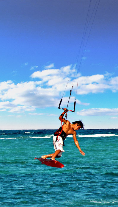 Kitesurfer in Boracay | 20 Photos of the Philippines that will make you want to pack your bags and travel © Sabrina Iovino | JustOneWayTicket.com