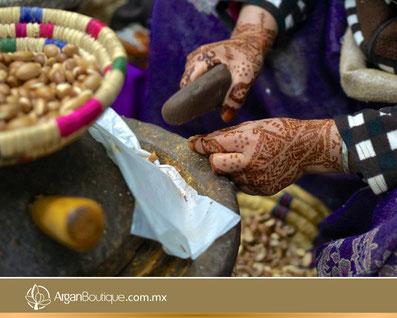 Aceite Cosmético de Argán Orgánico. Cómo usar el aceite de argán en la cara. Beneficios del aceite de argán para la piel y el cabello. Mujer Berebere. Historia del Aceite de Argán.