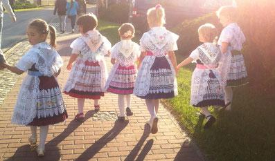 Kinder in niedersorbischer Tracht, Spreewaldtracht