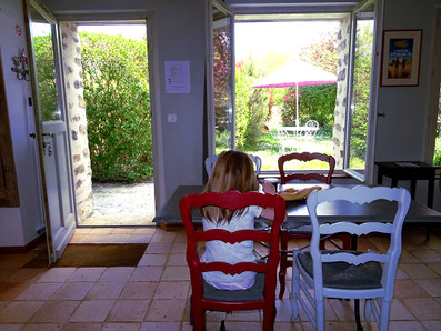 Gite oise 60 avec cuisine équipée vue sur le jardin pour court et long séjour au nord de paris
