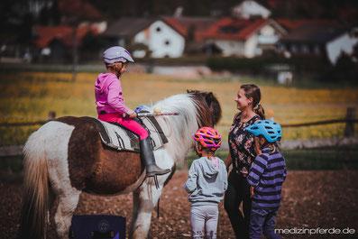 Ferienkurs mit Pferden, Pferdeferien, Reitkurs, Reitunterricht, Reitvorschule, reiten lernen Gauting