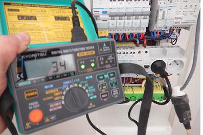Dépannages électriques, contrôle du compteur électrique avec un voltmètre