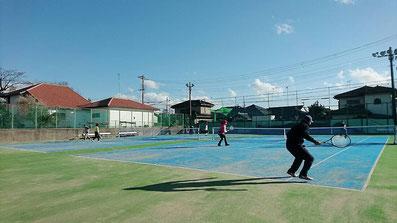 昼間のテニスコート