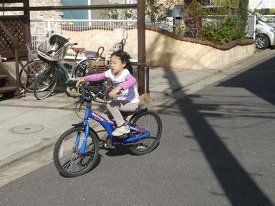 やったー! 初挑戦で自転車に乗れちゃった!