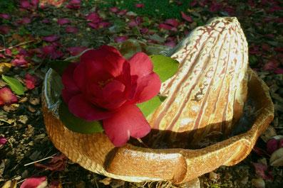 自然釉と織部釉から成る辰砂の融合