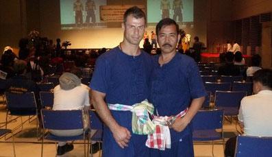 Markus Lang mit Großmeister Amat Pooksrisuk nach der Vorführung bei der  Unesco Gala in Bangkok