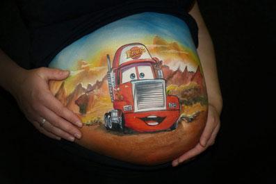 Persoonlijke buikschildering voor zwangere buik