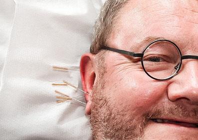 Heilpraktiker Markus Trojahn hilft bei Schmerzen-und Angsterkrankungen, sowie begleitend bei Krebserkrankung mit Hilfe der Akupunktur und TCM in der Naturheilpraxis Trojahn in Nuernberg-Fuerth-Erlangen