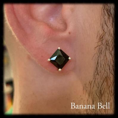 Boucle d'oreille carré strass noir