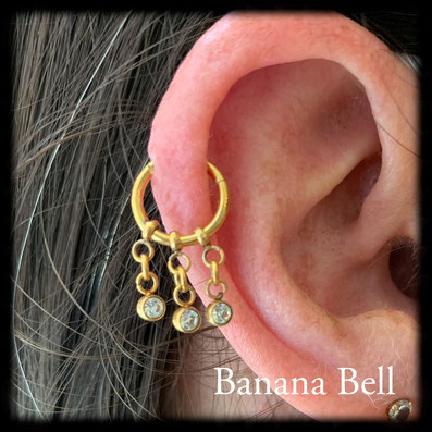 Anneau doré avec chaînes et strass - Piercing cartilage