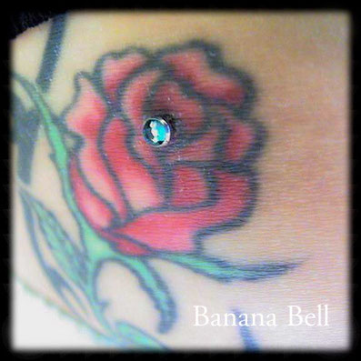 Microdermal sur tatouage