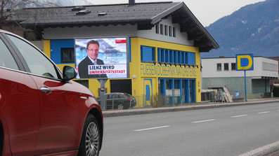 Debant Fahrtrichtung Lienz vor KIKA Möbelhaus