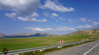 Warm, aber grün: Irans Norden, direkt hinter der Grenze  zur Türkei.